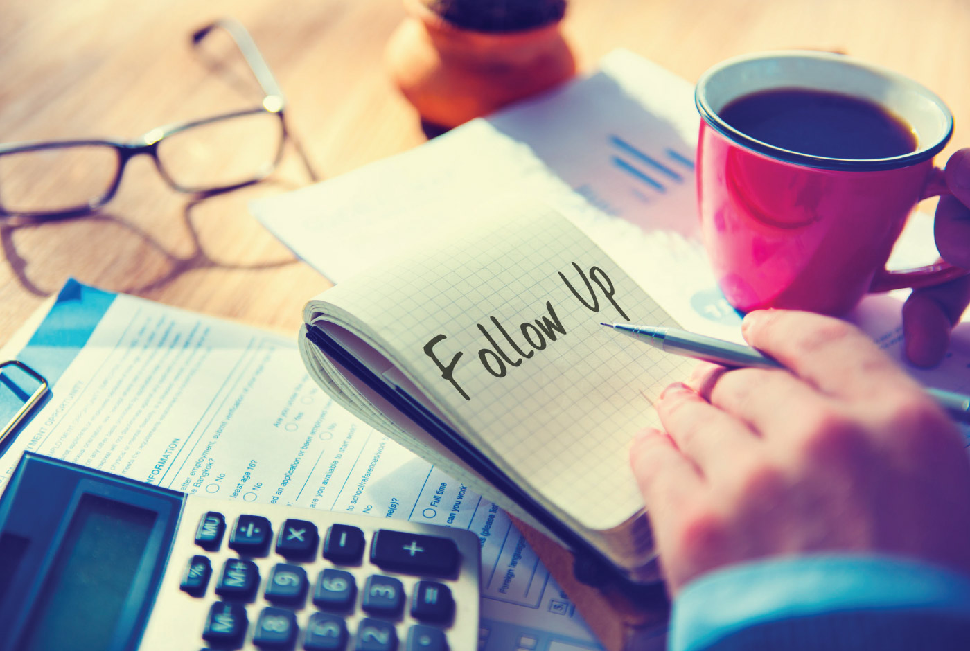 7-Minute-Sales-Minute-holiday-freebies - notepad that says: follow up